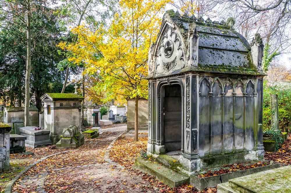 Body - Pere-Lachaise Cemetery