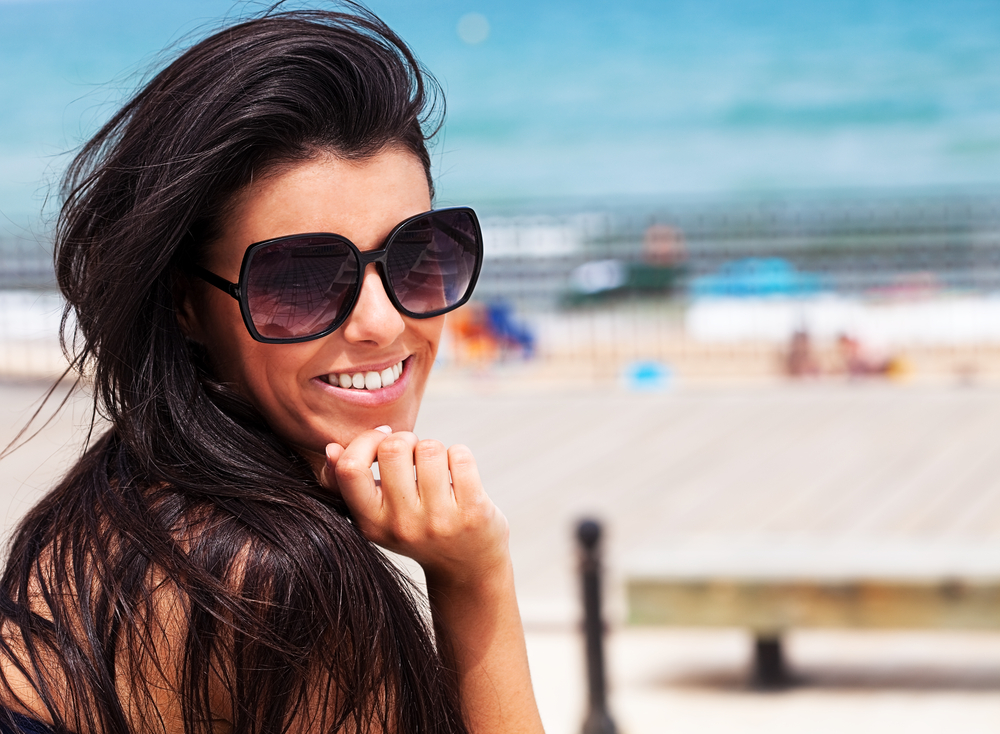 Body - girl with sunglasses